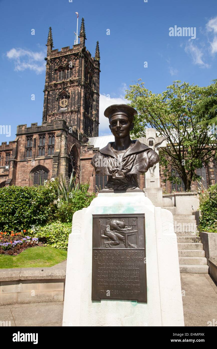Statue to Douglas Morris Harris St Peter's church, Wolverhampton. Harris was a WW1 hero, staying at his post under - Stock Image