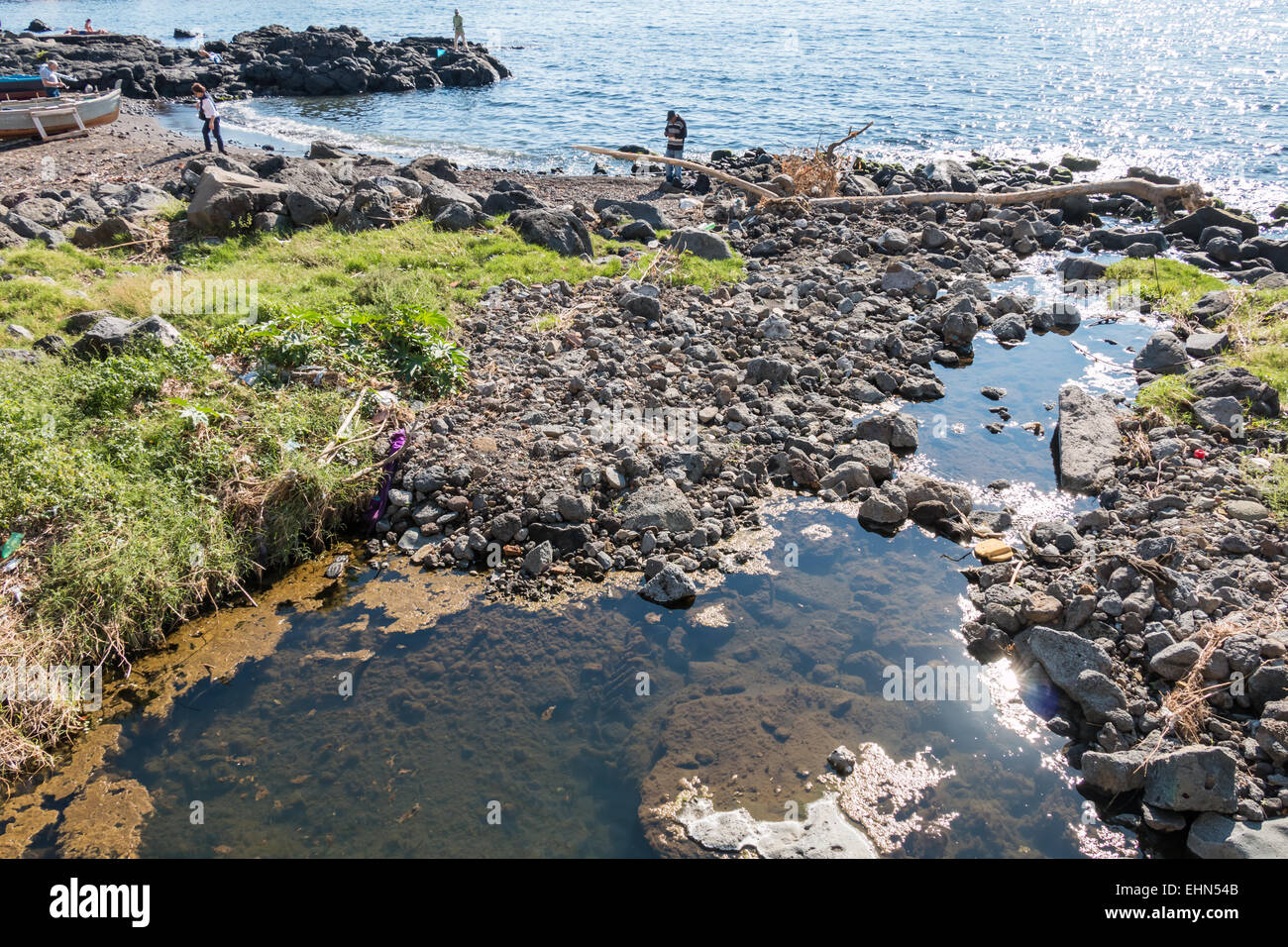 Ancient lava flow that arrive 'at sea to Capomulini - Stock Image