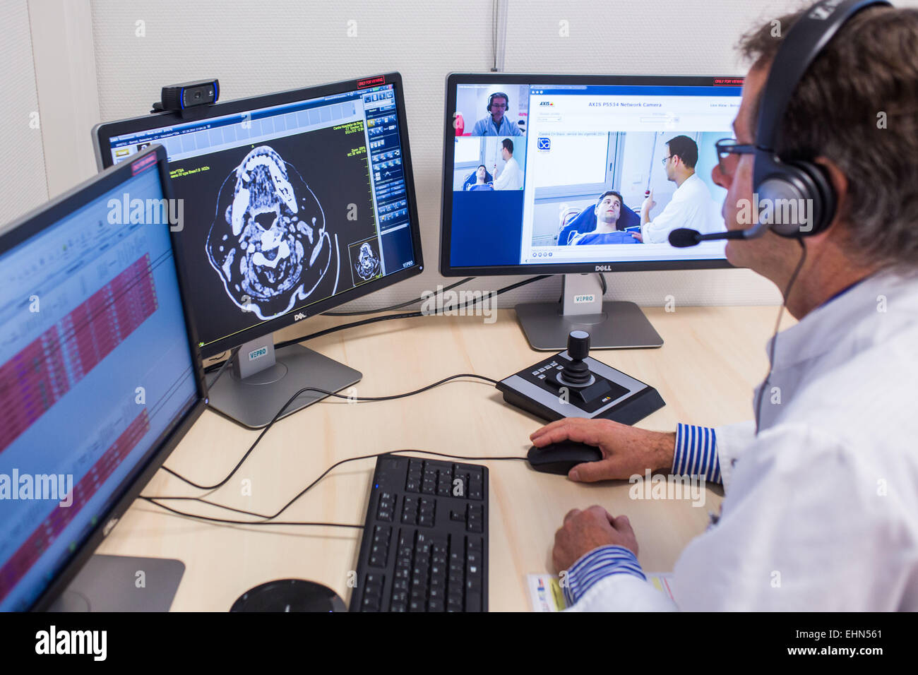 Treatment of a patient with symptoms of a stroke by an emergency physician at Blaye hospital and remote examination - Stock Image