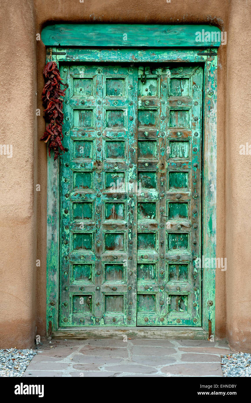 Green door and ristra on Palace Avenue, Santa Fe, New Mexico USA - Stock Image
