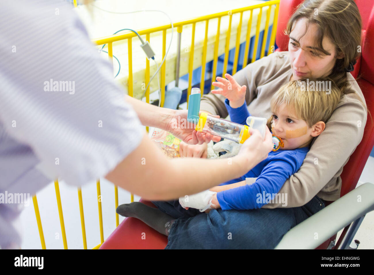 Child affected by a pmeumopathie, hospitalized in the pediatric department of Angoulême hospital, France. - Stock Image