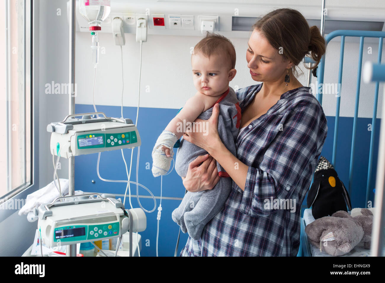 Baby affected by a urinary tract infection (pyelonephritis) hospitalized in the pediatric department of Angoulême - Stock Image