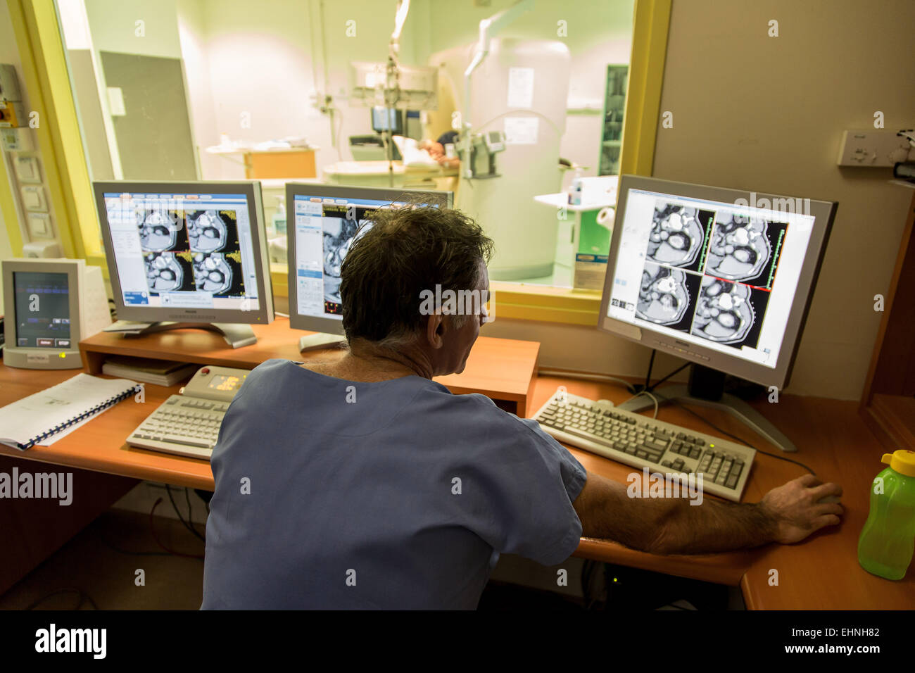 CT scan-assisted cryotherapy to destroy a kidney tumor, Saint-Louis hospital, Paris, France. - Stock Image