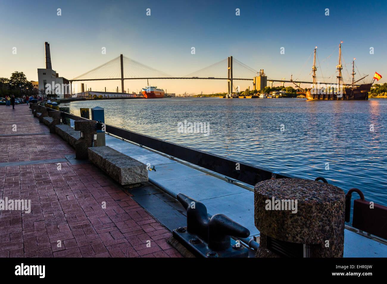 Talmadge Memorial Bridge over the Savannah River in Savannah, Georgia. - Stock Image