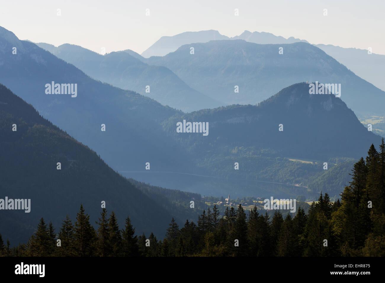 Ausseer Sandlingalm mit Altaussee, Tressenstein, Kampl und Grimming - Stock Image