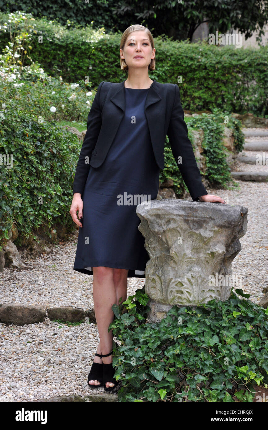 Rosamund Pike at the 'Gone Girl' photocall at Hotel De Russie  Featuring: Rosamund Pike Where: Rome, Italy - Stock Image