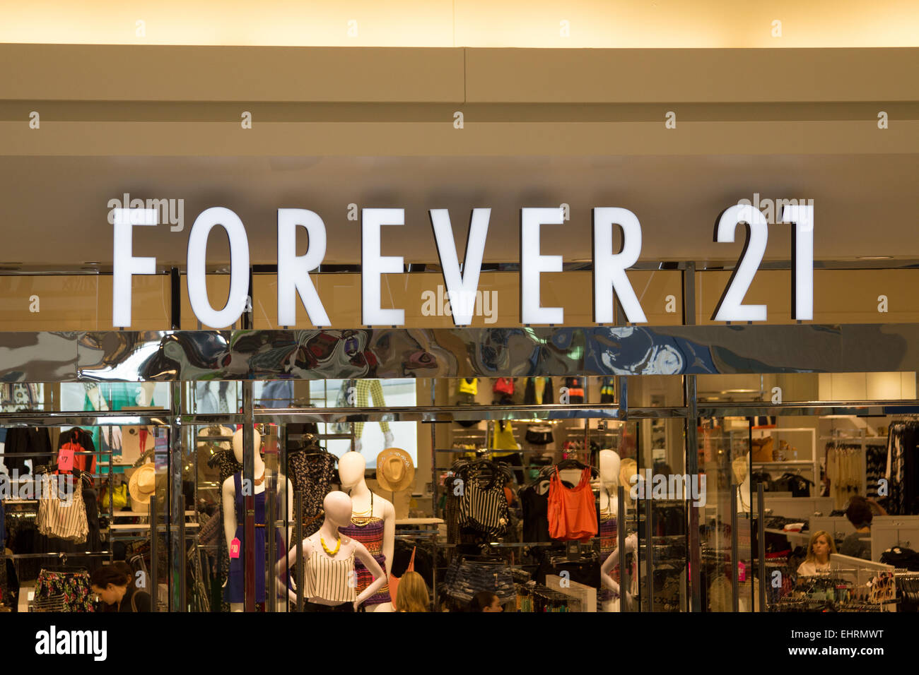 Forever 21 store at the fashion outlets of chicago mall in for Fashion outlet