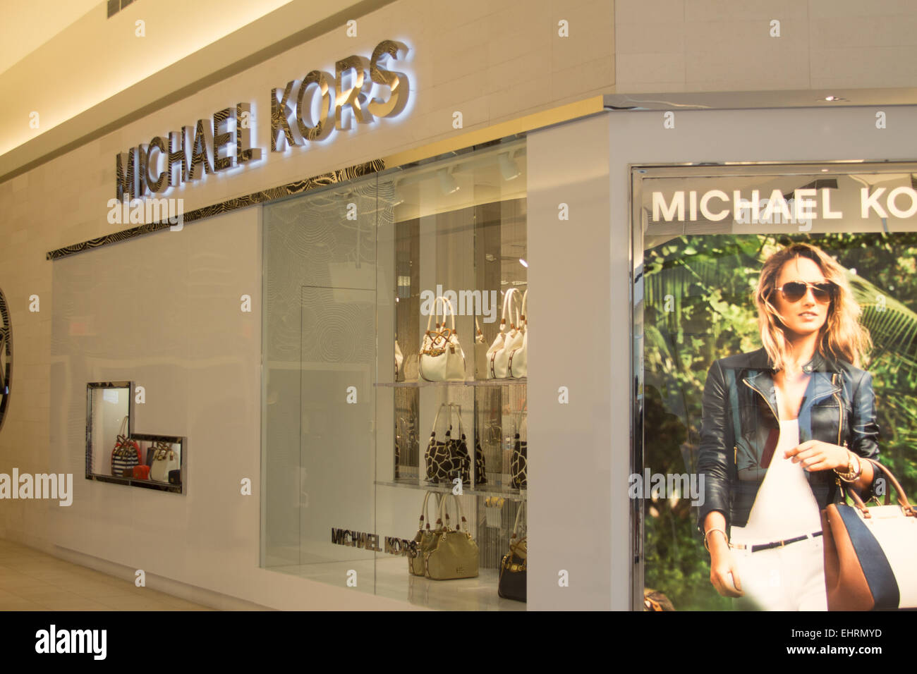 Michael kors store at the fashion outlets of chicago mall for Fashion outlet
