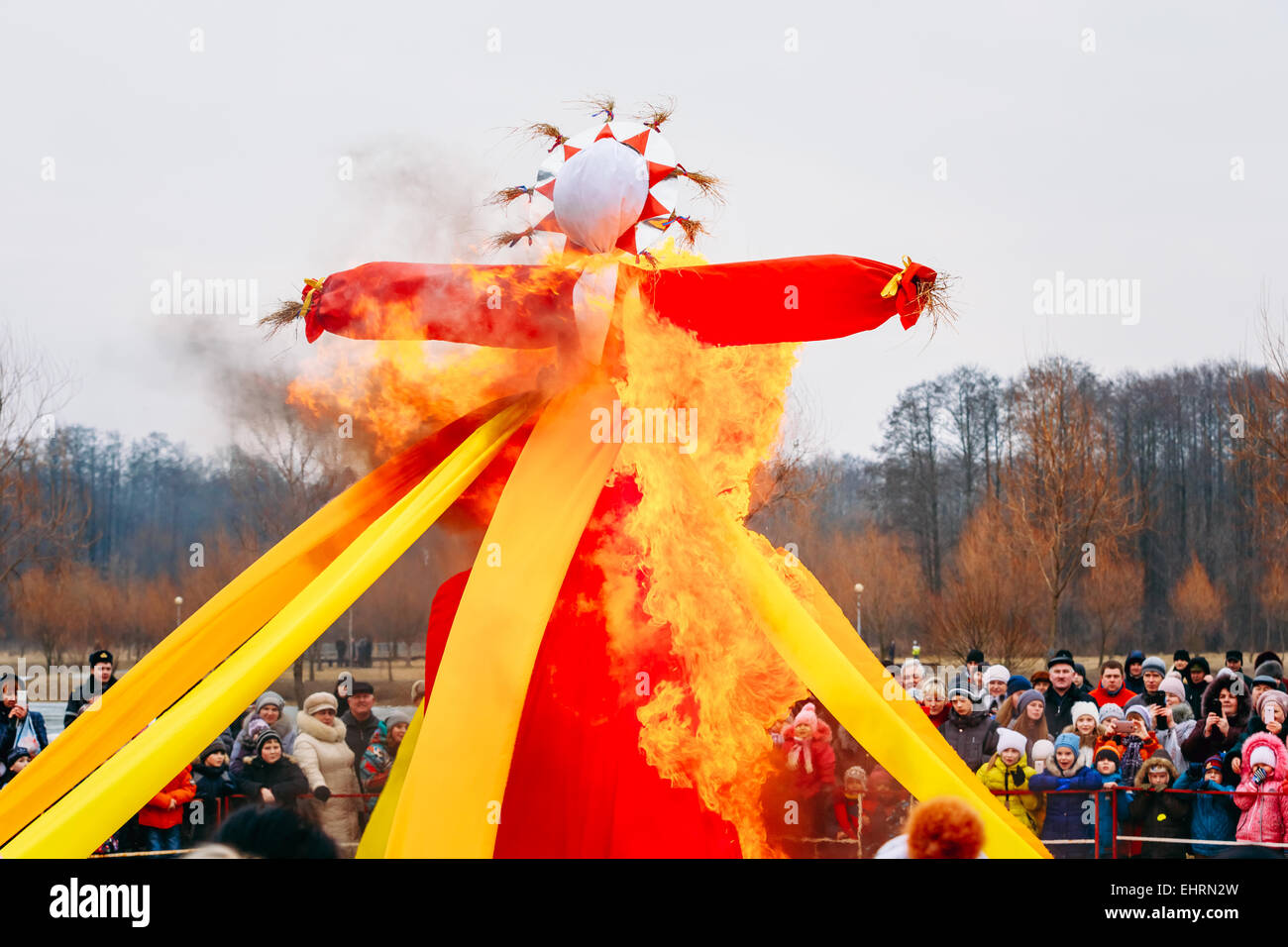 GOMEL, BELARUS - February 21, 2014: Burning effigies straw Maslenitsa in fire on the traditional holiday dedicated - Stock Image