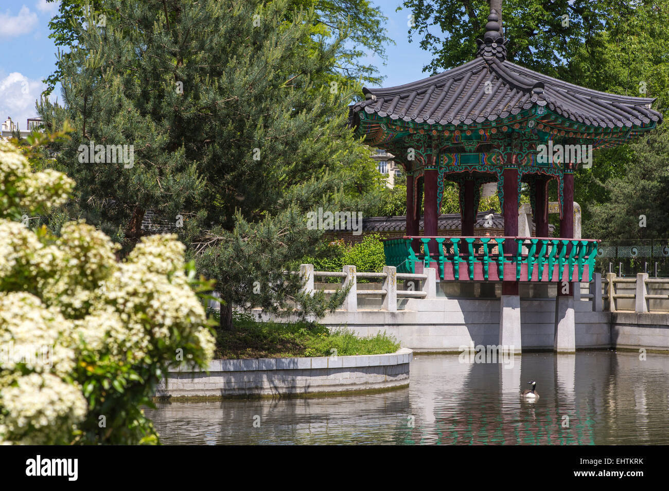 Pagoda paris stock photos pagoda paris stock images alamy - Jardin d acclimatation bois de boulogne ...