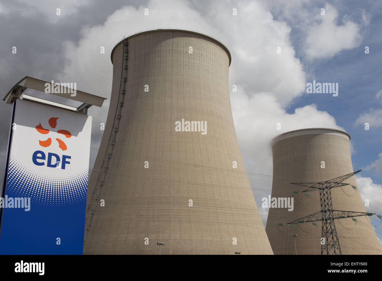 ILLUSTRATION OF NUCLEAR ENERGY, NUCLEAR POWER PLANT OF NOGENT-SUR-SEINE, AUBE (10), CHAMPAGNE-ARDENNE, FRANCE - Stock Image