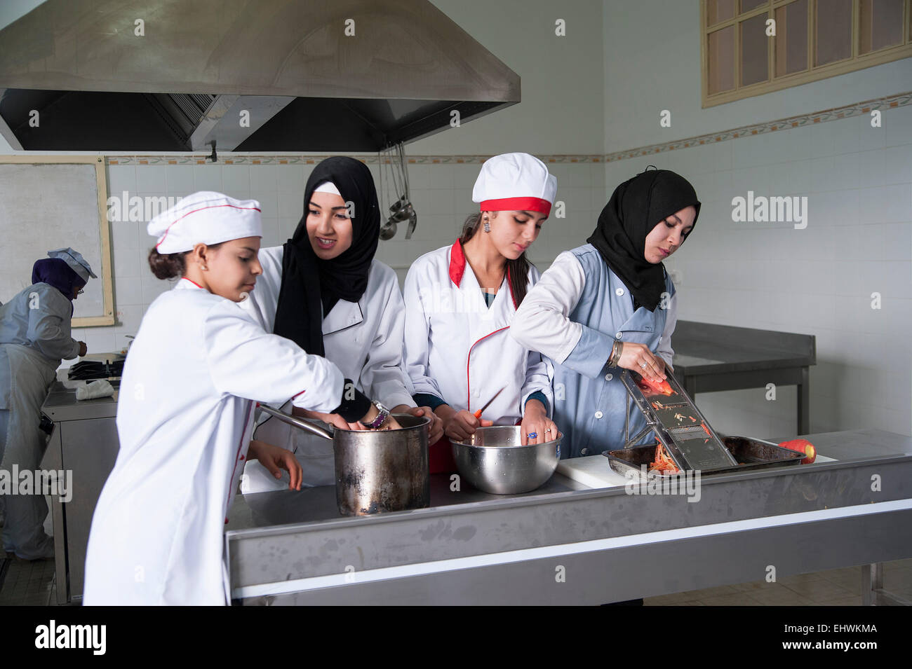 TUNISIA, TUNIS: Students at at Tunis' Tourism School learn cooking, baking, waitering and also have classroom - Stock Image