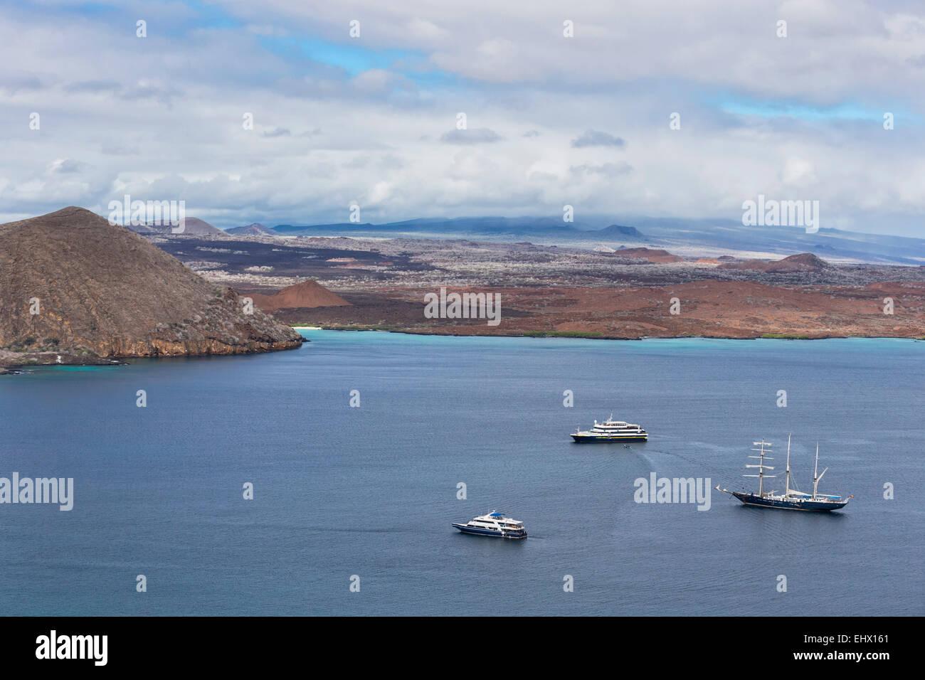 Pacific Ocean, sailing ship and cruise ships in bay of Bartolome Island, Galapagos Islands - Stock Image