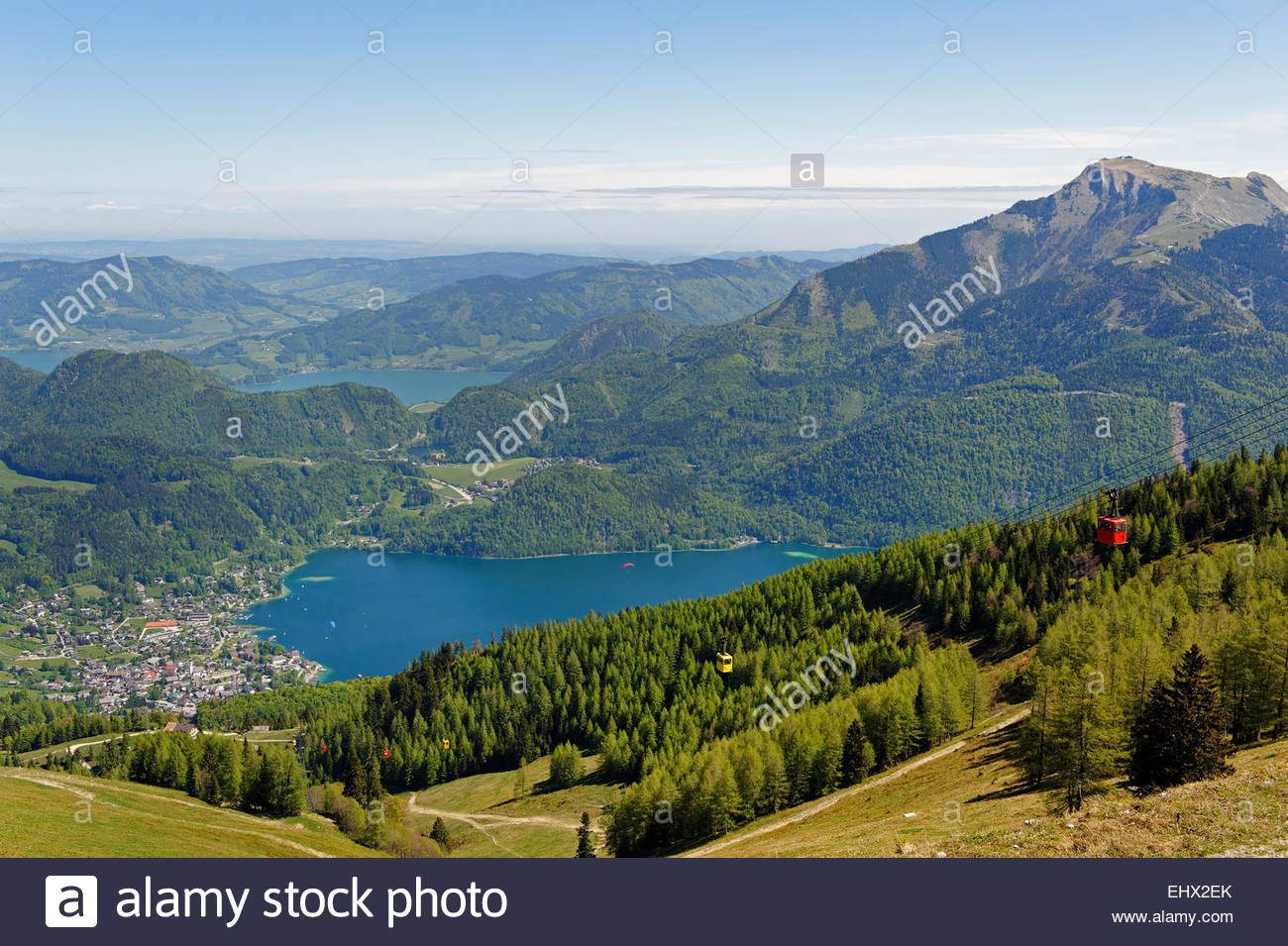 Austria, Salzburg State, Sankt Gilgen, View of town and Lakes Wolfgangsee and Mondsee - Stock Image