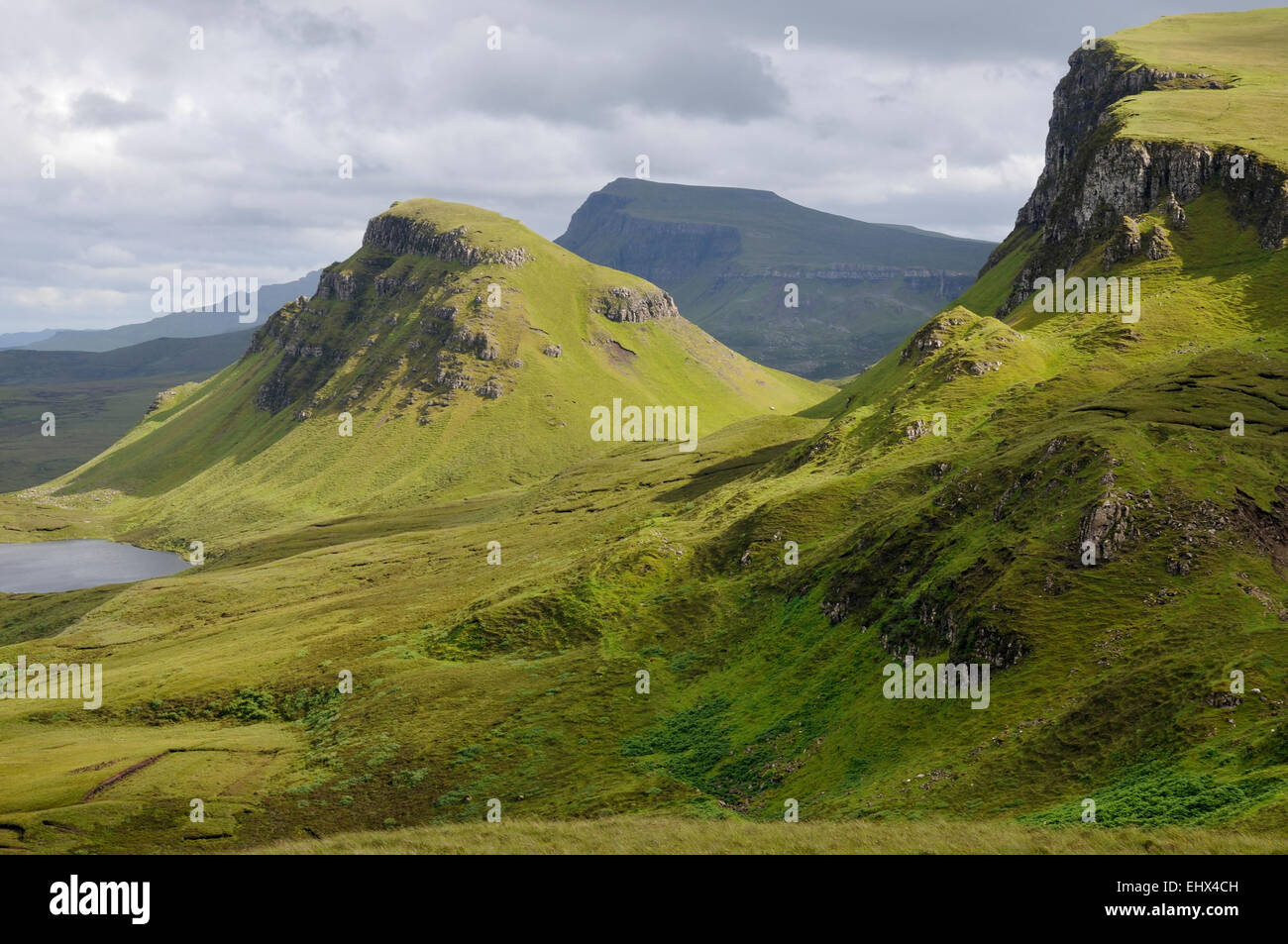 Loch Cleat, Cleat (center), Cliffs of Bioda Buidhe (right) with Beinn Edra in shaddow behind. Trotternish, Isle - Stock Image