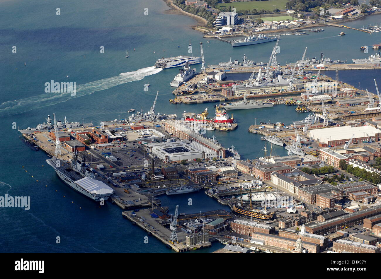 AJAXNETPHOTO. -  24TH AUGUST, 2011. PORTSMOUTH, ENGLAND. - NAVAL BASE, AIRCRAFT CARRIER INVINCIBLE ALONGSIDE (LEFT). - Stock Image