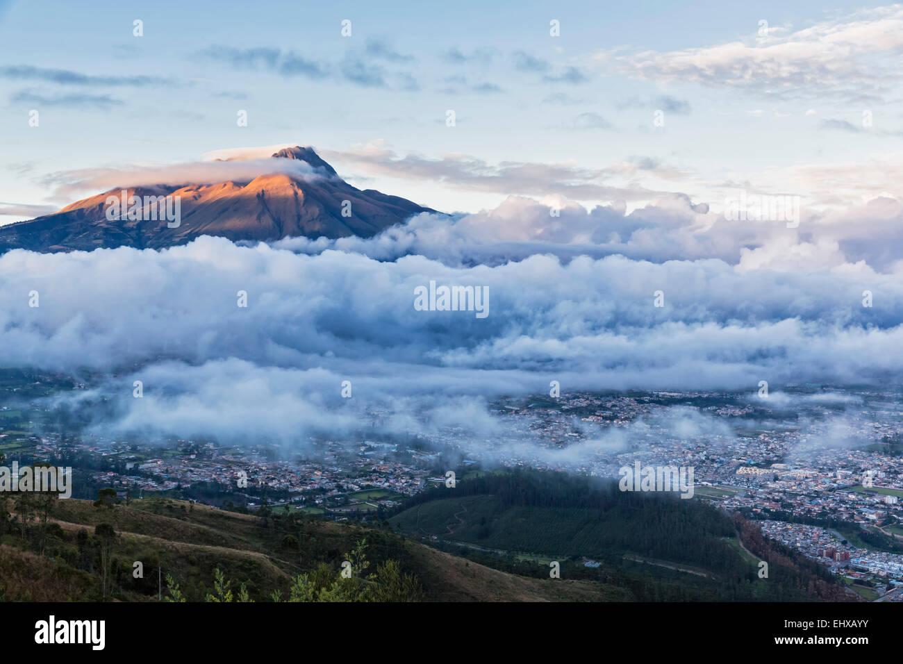 South America, Ecudador, Imbabura Province, Ibarra, Imbabura Volcano and fog in the morning - Stock Image