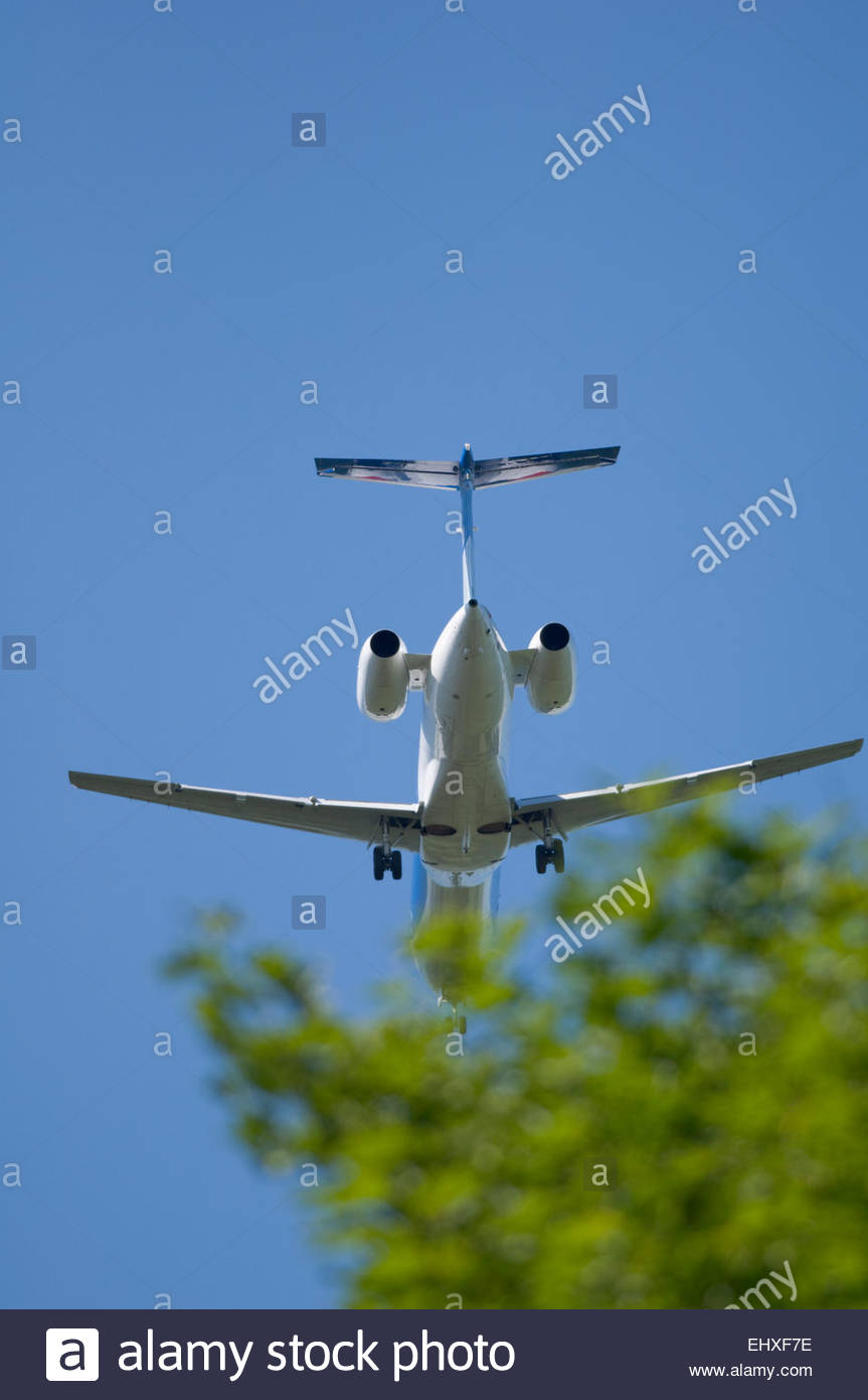 Aeroplane undercarriage engine jet airliner close - Stock Image