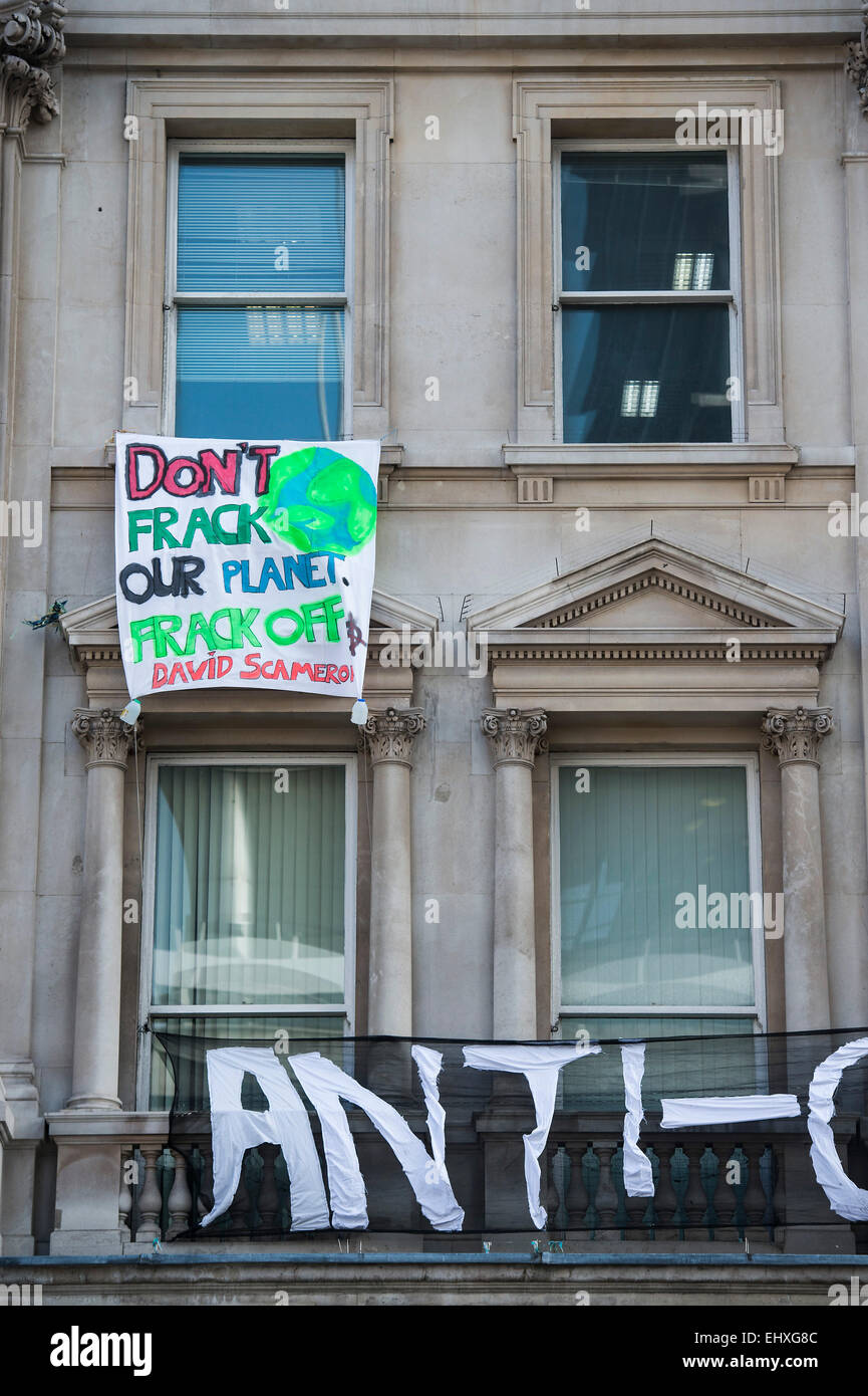 London, UK. 18th Mar, 2015. Squatters occupy an empty building next to the Institute of Directors in Pall Mall. - Stock Image
