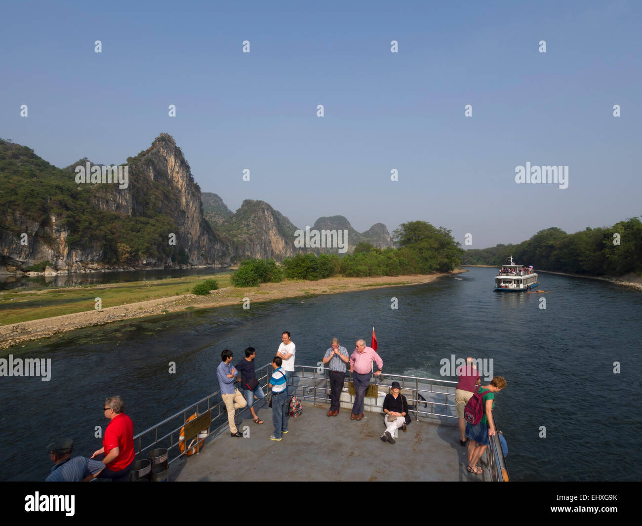 Tourist cruise boat on the Li river near Yangshuo, Guilin, China Stock Photo