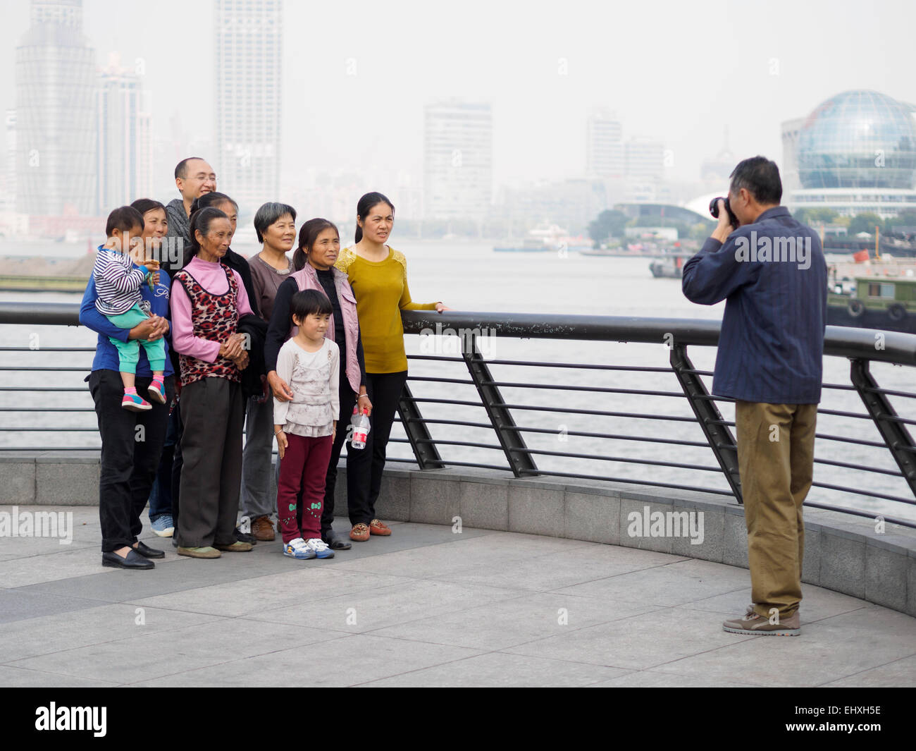 Asian man taking a family portrait - Stock Image