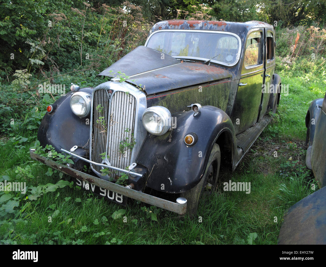 A Derelict Rover 12 abandoned in a Field - 1 - Stock Image