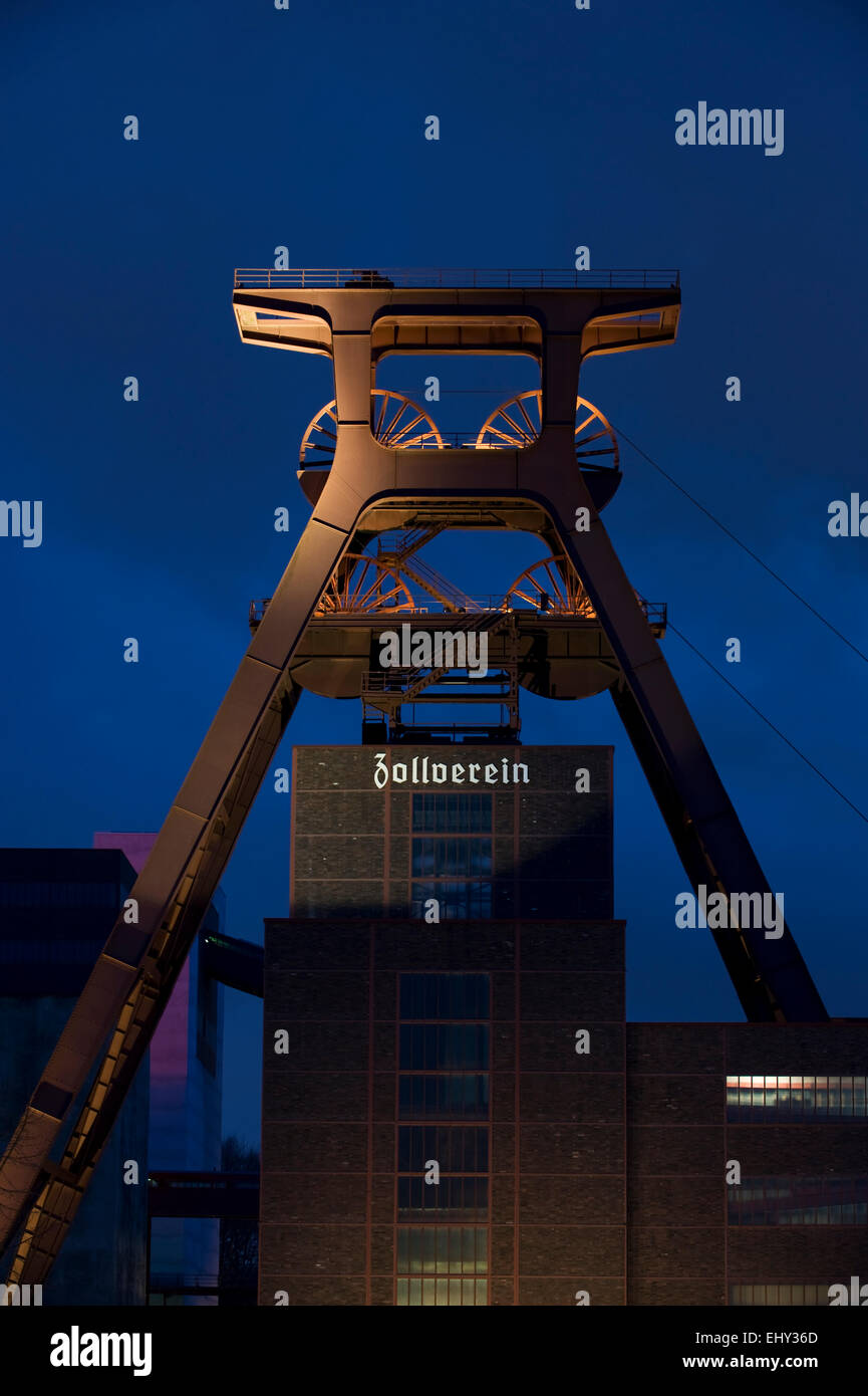 Shaft tower 12 UNESCO world heritage site Zeche Zollverein in Essen Katernberg in the evening, Ruhrgebiet, Germany - Stock Image