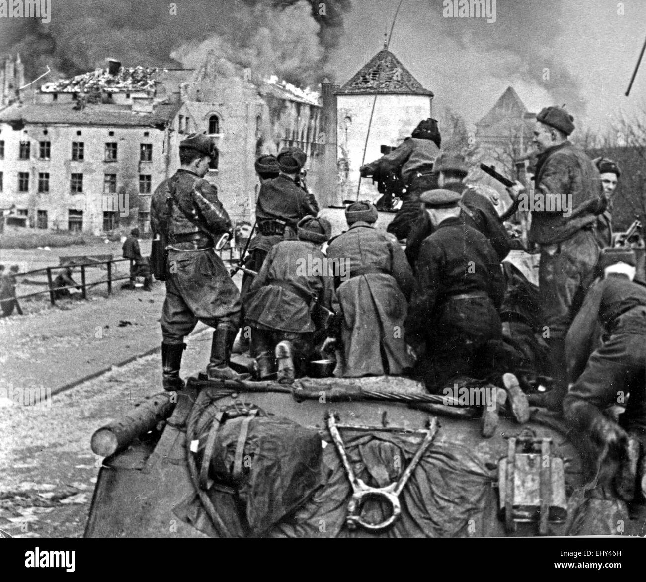 RED ARMY tank crew in Danzig, Poland, in March 1945 Stock Photo
