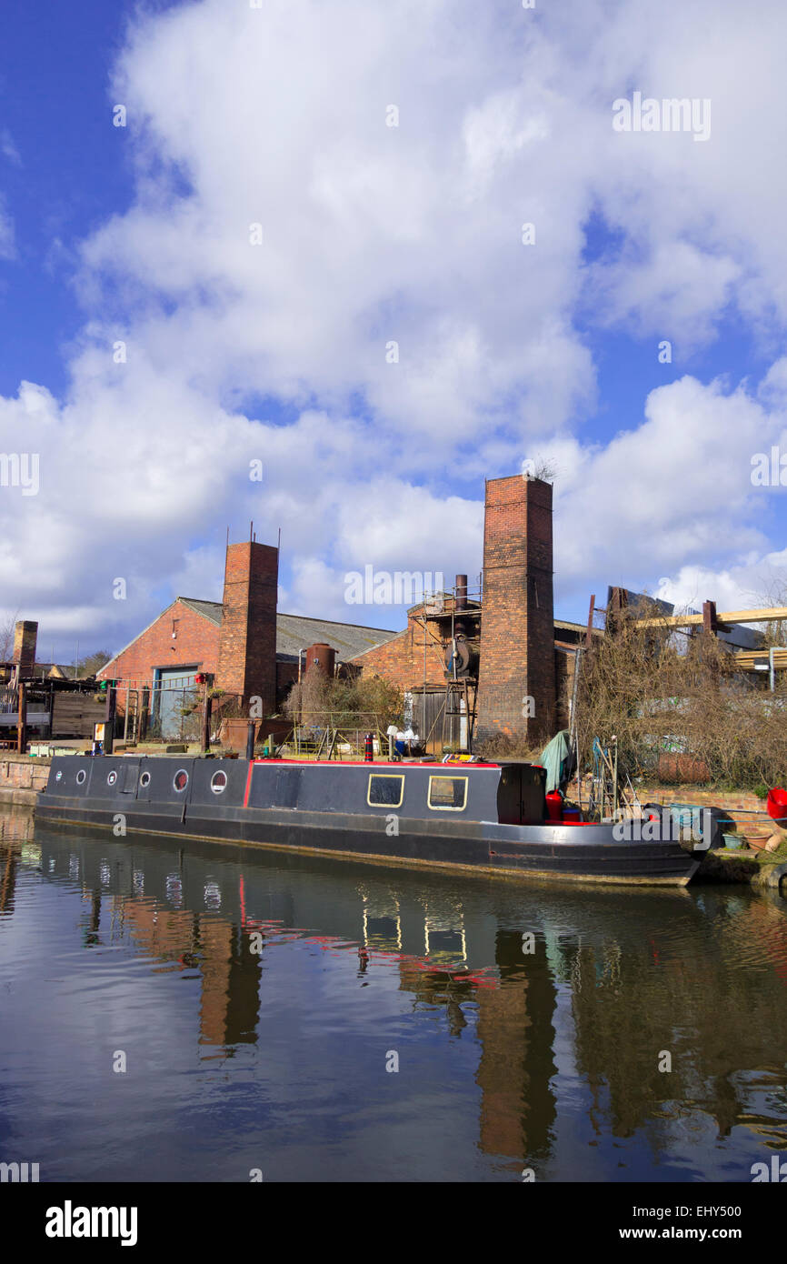 Industrial Scene at Stourbridge Canal, Brierley Hill, West Midlands, England, UK - Stock Image