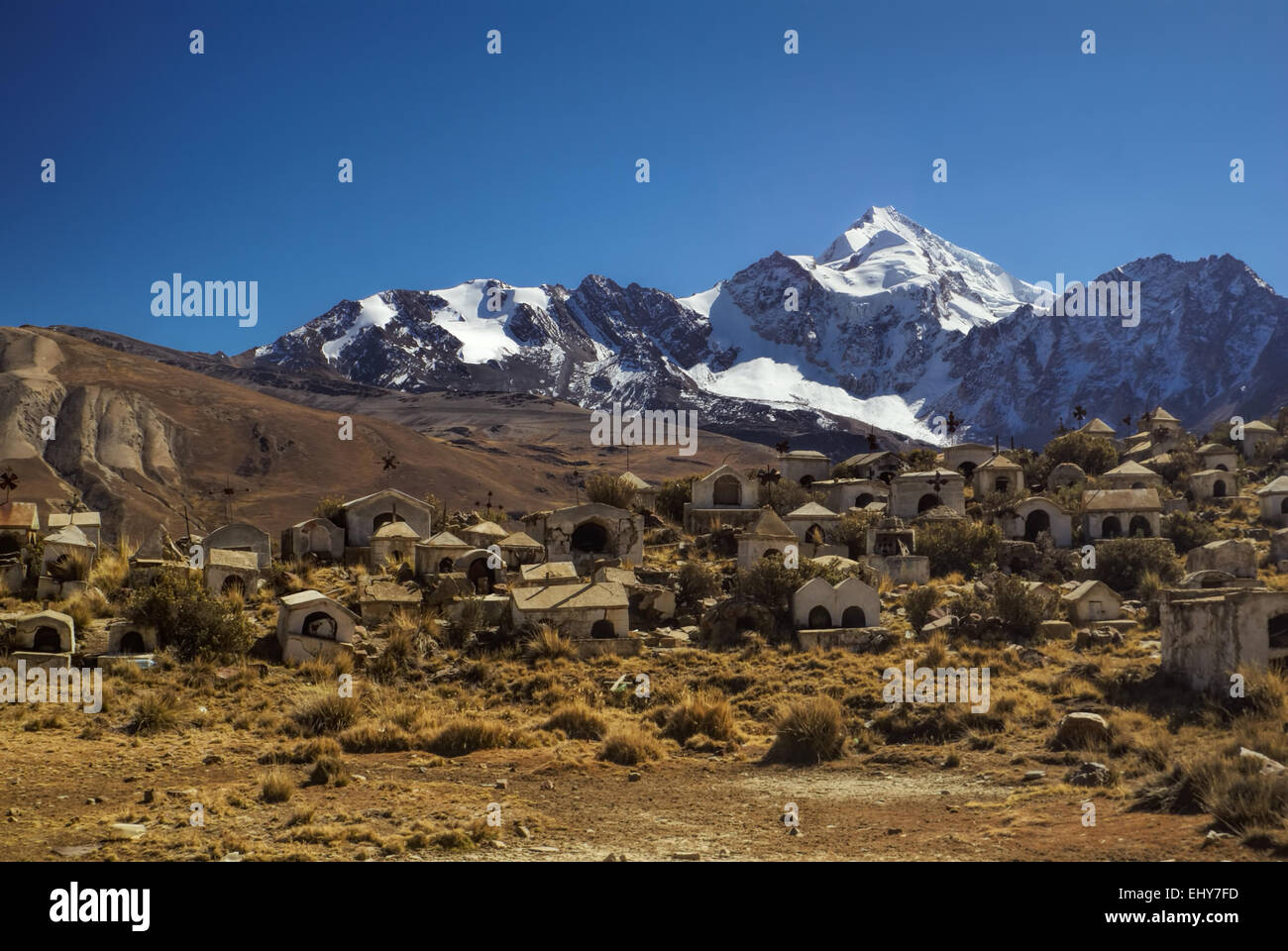 Cemetery with Huayna Potosi mountain in the background, peak in Bolivian Andes - Stock Image