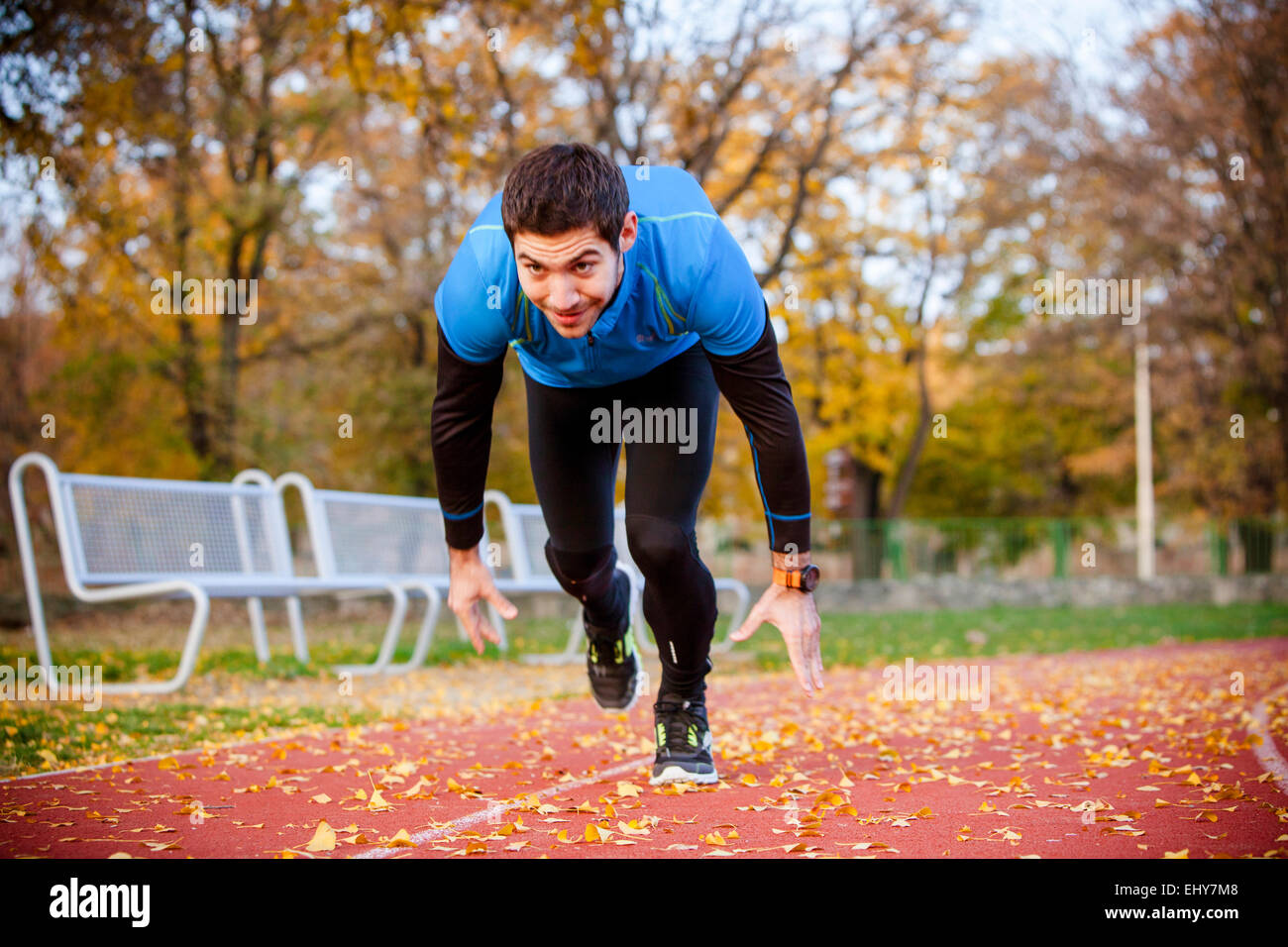 Male runner doing sprint training - Stock Image