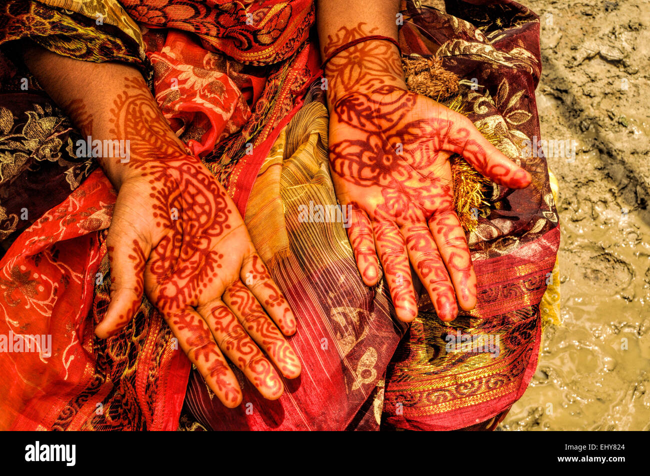 Traditional henna on brides hands on wedding in Bangladesh - Stock Image