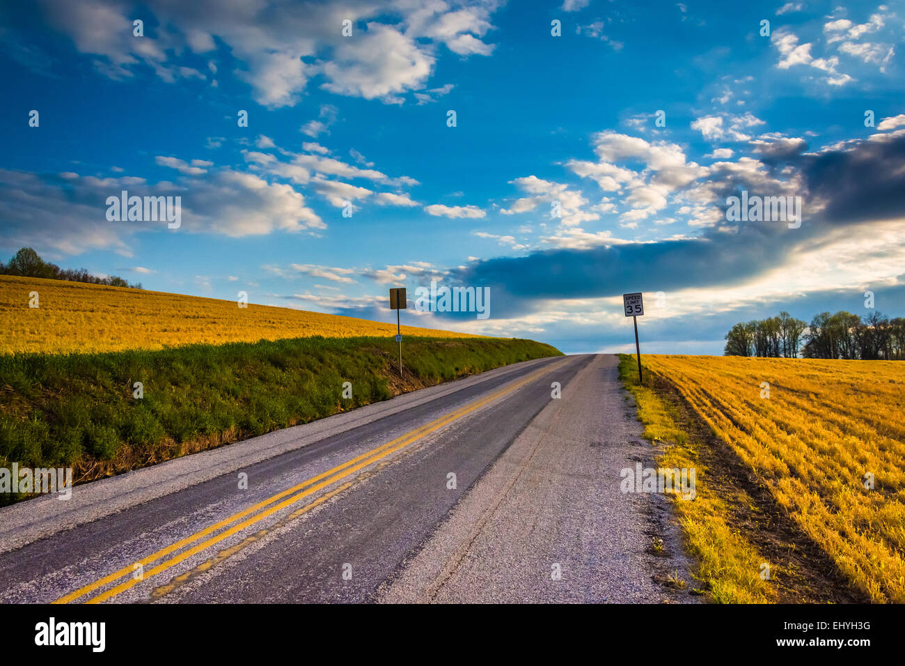 Country road in rural York County, Pennsylvania. - Stock Image