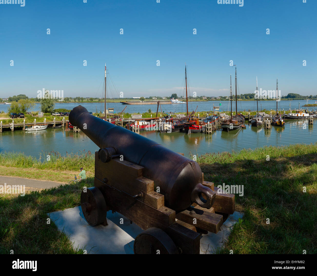 Netherlands, Holland, Europe, Woudrichem, Canon, rampart, historical, port, landscape, field, meadow, water, summer, - Stock Image