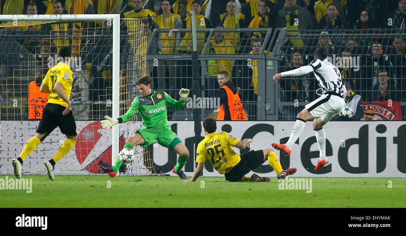 Dortmund, Germany. 18th Mar, 2015. Alvaro Morata (Juventus Turin) (R) against Goalkeeper Roman Weidenfeller (Borussia Stock Photo