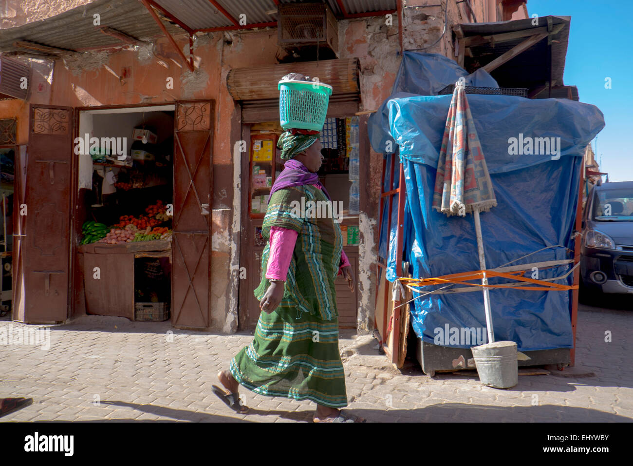 Must see African Traditional Basket - woman-in-traditional-african-dress-carrying-basket-on-her-head-medina-EHYWBY  HD_617145.jpg