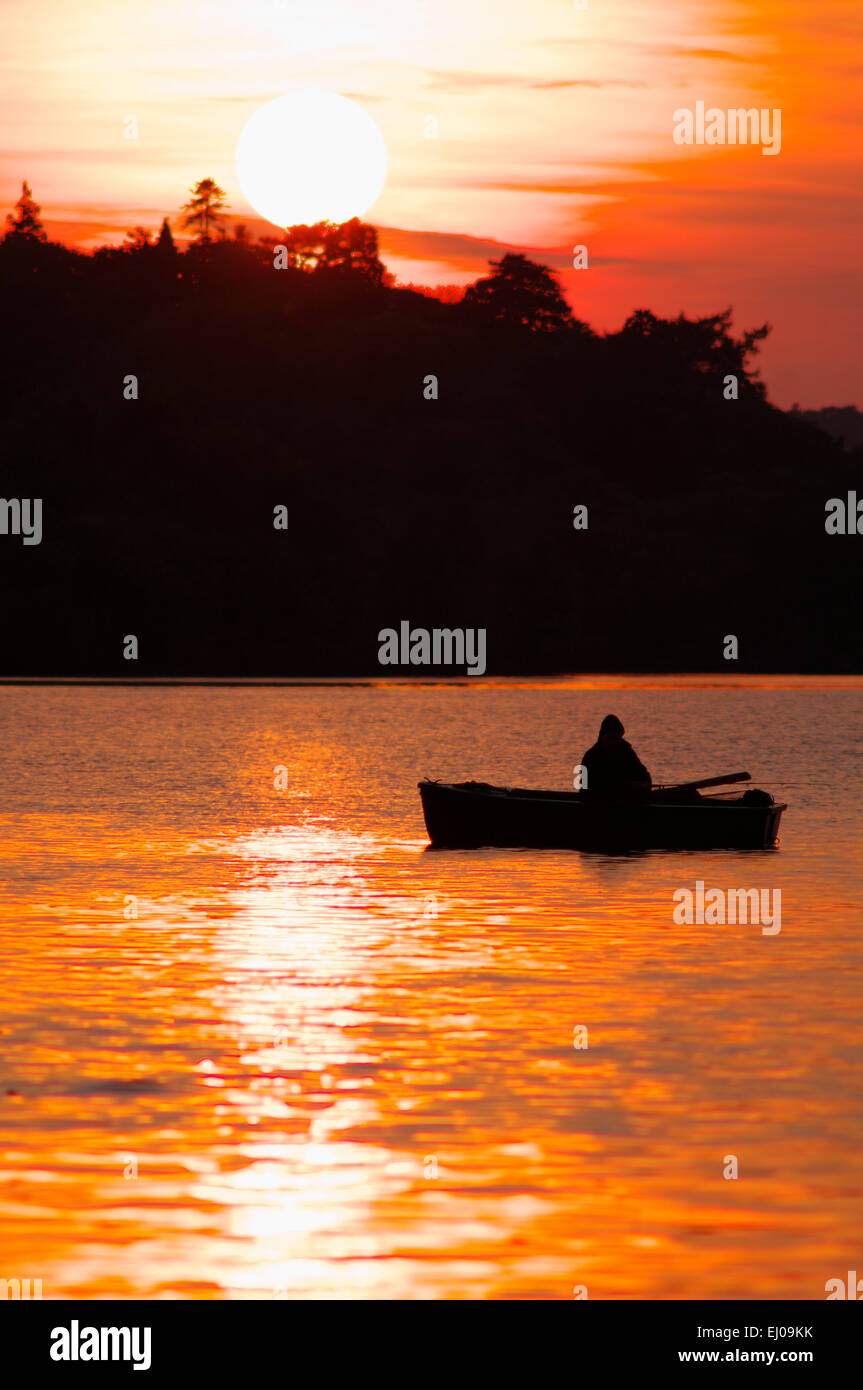 Fishing Dinghy, Sunset, Llyn Padarn, Llanberis, Snowdonia - Stock Image