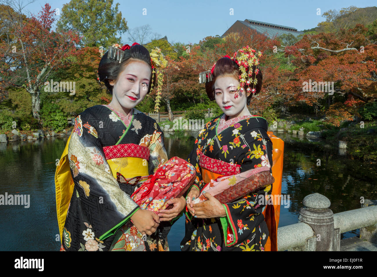 Japan, Asia, Kyoto, Outdoor, colourful, costume, geishas, no model-release, girls, Japanese, kimono, make up, traditional - Stock Image