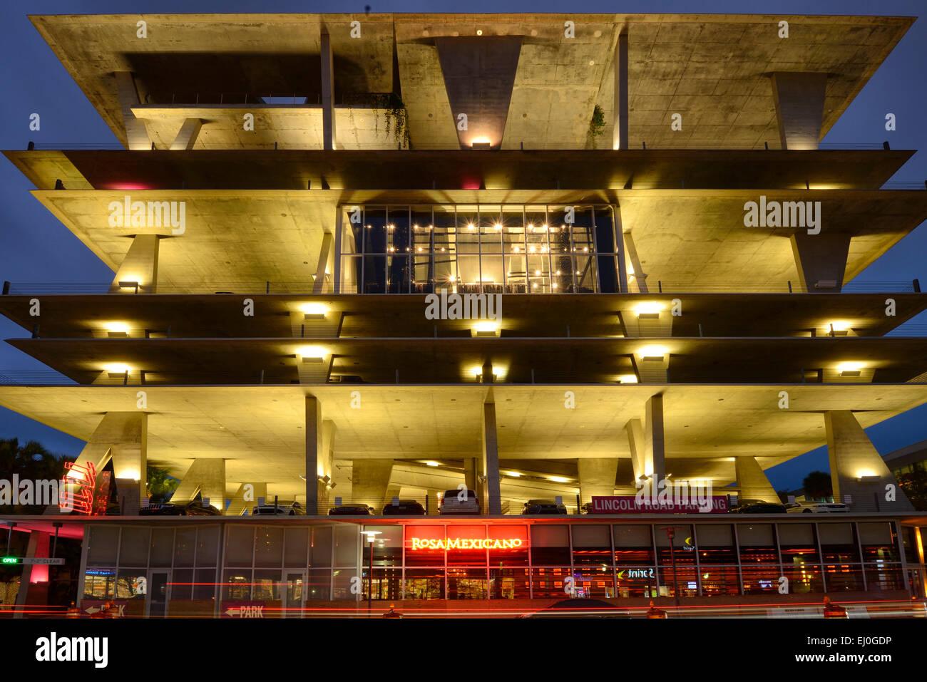 USA, Florida, Dade County, Miami, Miami Beach, 1111 Lincoln Road, parking garage by Herzog & de Meuron - Stock Image