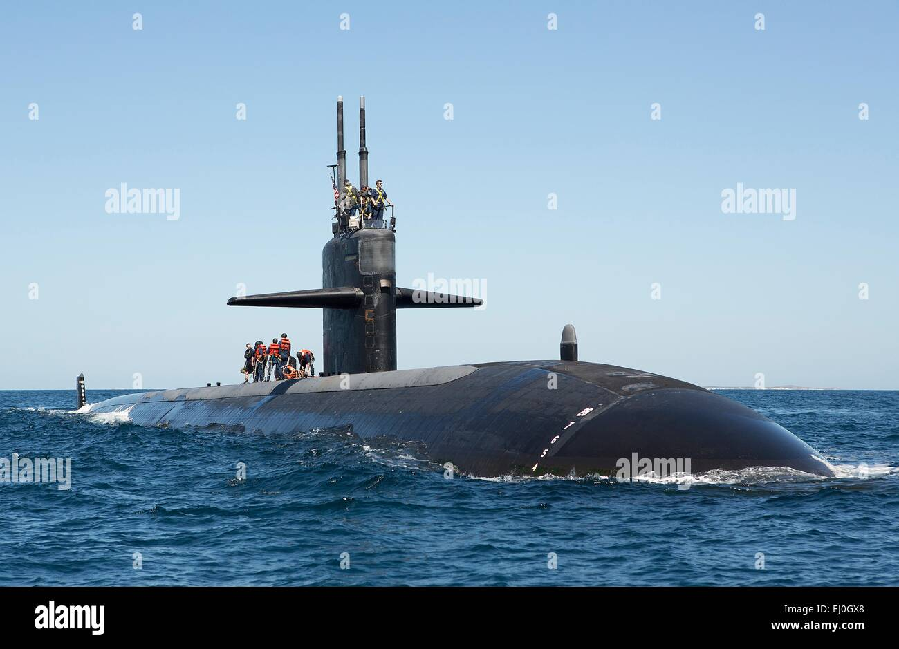 The US Navy Los Angeles-class fast attack submarine USS Albuquerque transfers personnel during exercise Lungfish - Stock Image