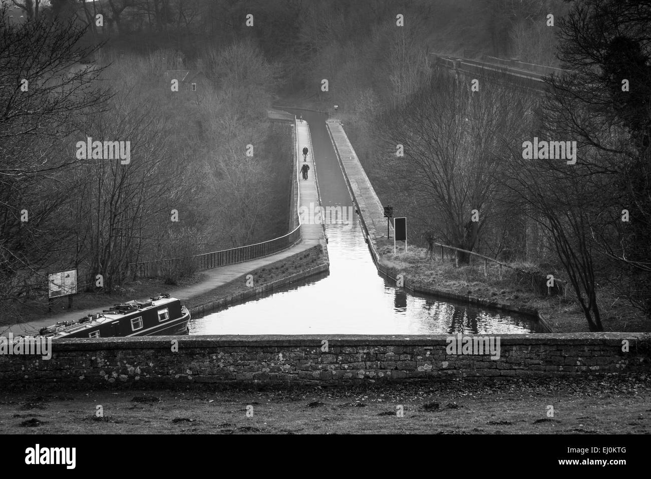 The Llangollen Canal crosses the Ceiriog Valley via the Chirk Aqueduct, with the viaduct to the right, near Chirk, - Stock Image