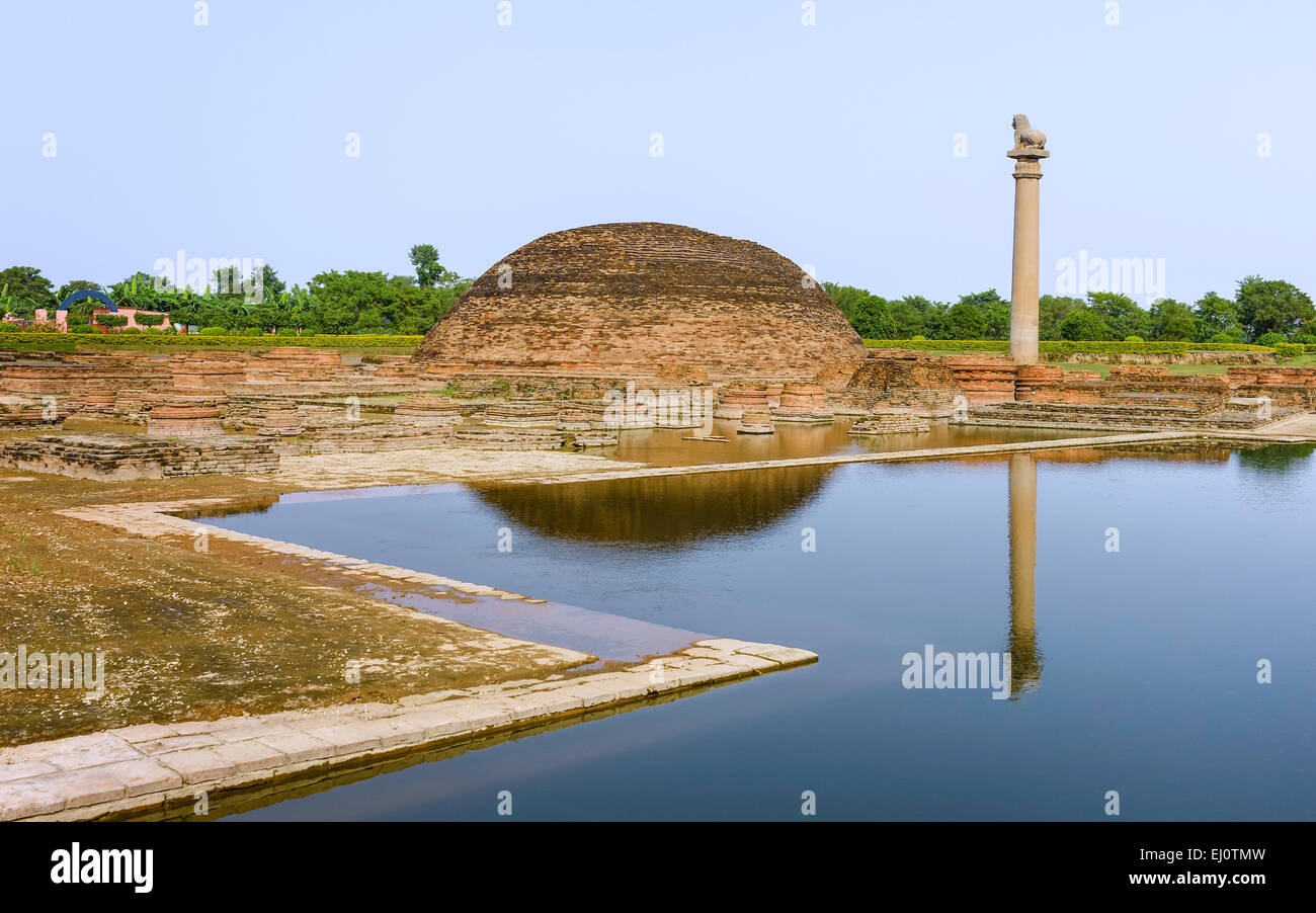Buddhist stupa and alongside the King Ashoka Pillar situated at the ancient city site revered by Buddhists in Vaishali, - Stock Image
