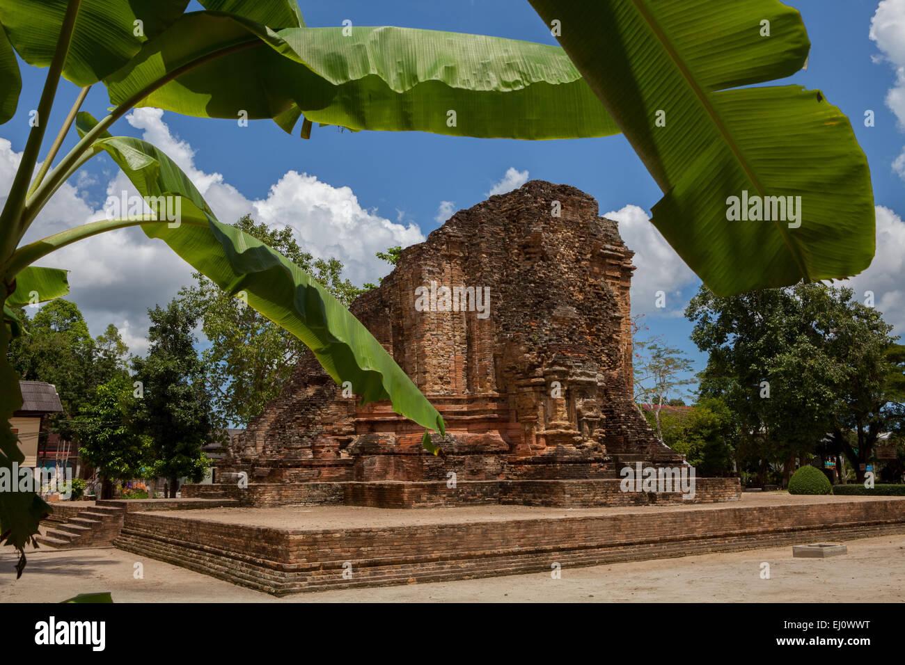 Ruins of Srivijayan temple of Wat Kaeo in Chaiya, Surat Thani, Thailand. - Stock Image