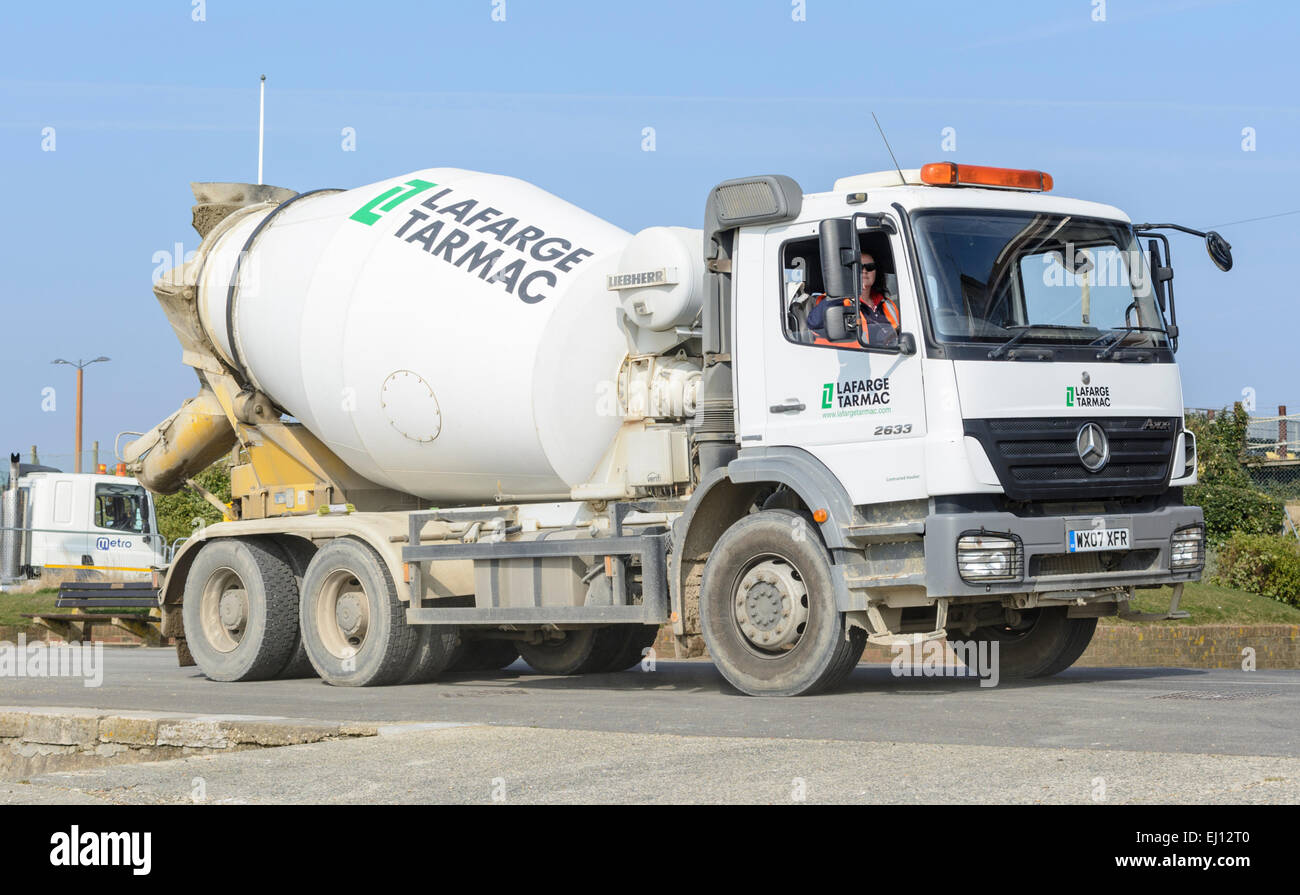 Cement mixer lorry. - Stock Image