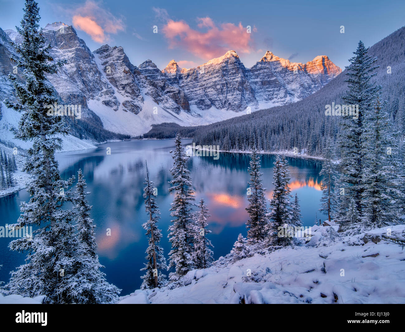 Sunrise and first snow of the season on Moraine Lake ...