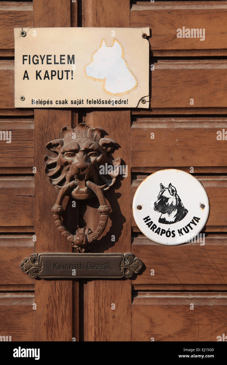 Harapos Kutya! Beware of the Dog! Warning sign and knocker at the door in Mohacs, Hungary. - Stock Image