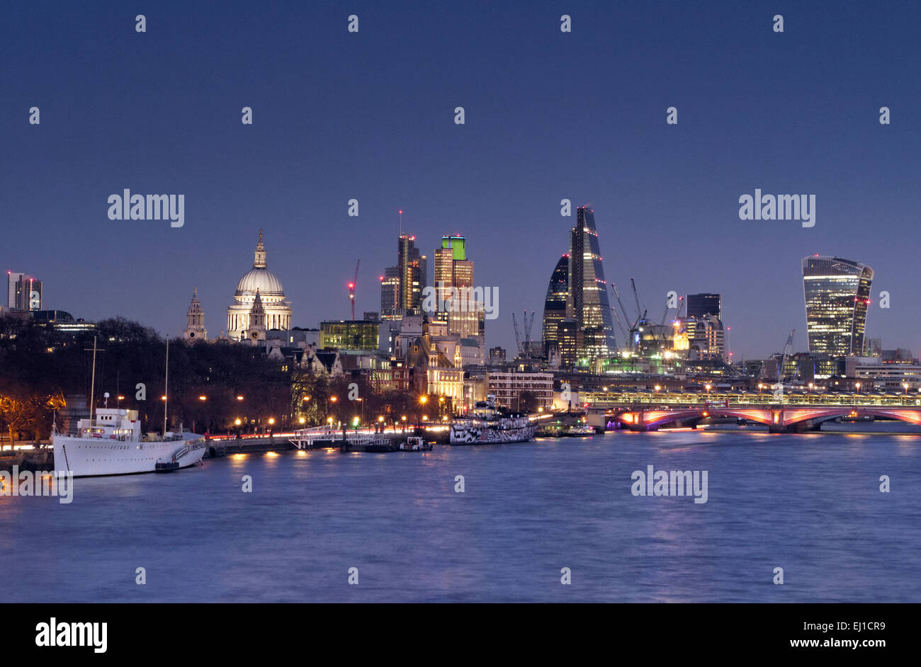 LONDON CITY SKYLINE DUSK THAMES City of London lights and River Thames viewed from Waterloo Bridge at clear sunset - Stock Image