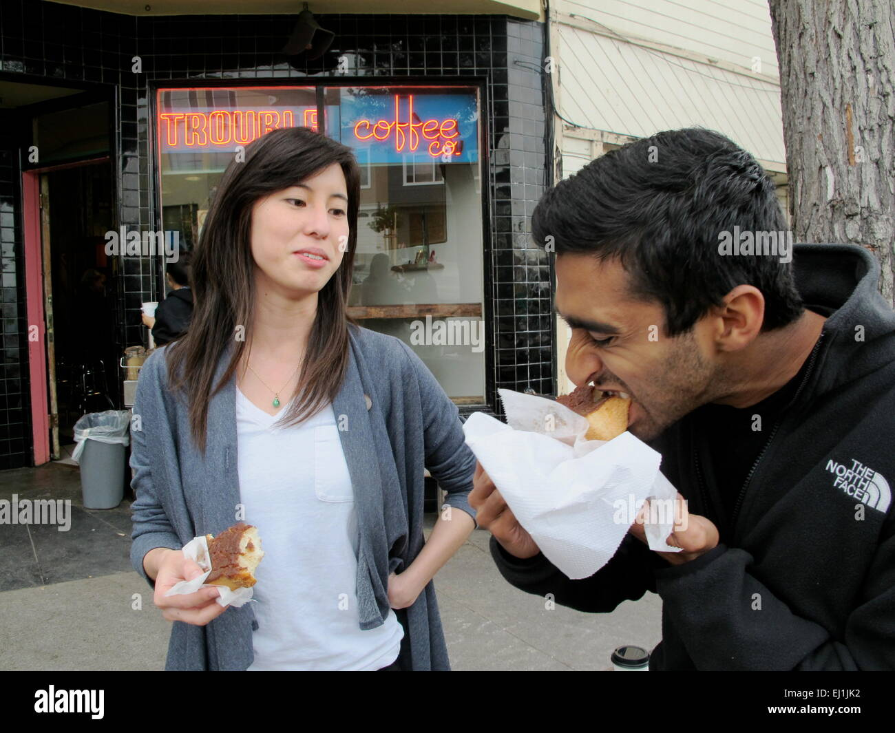 San Francisco, USA. 12th Mar, 2015. Jamie Leung (l) and Vivek Musinipally take bits from slices of toast bread in - Stock Image