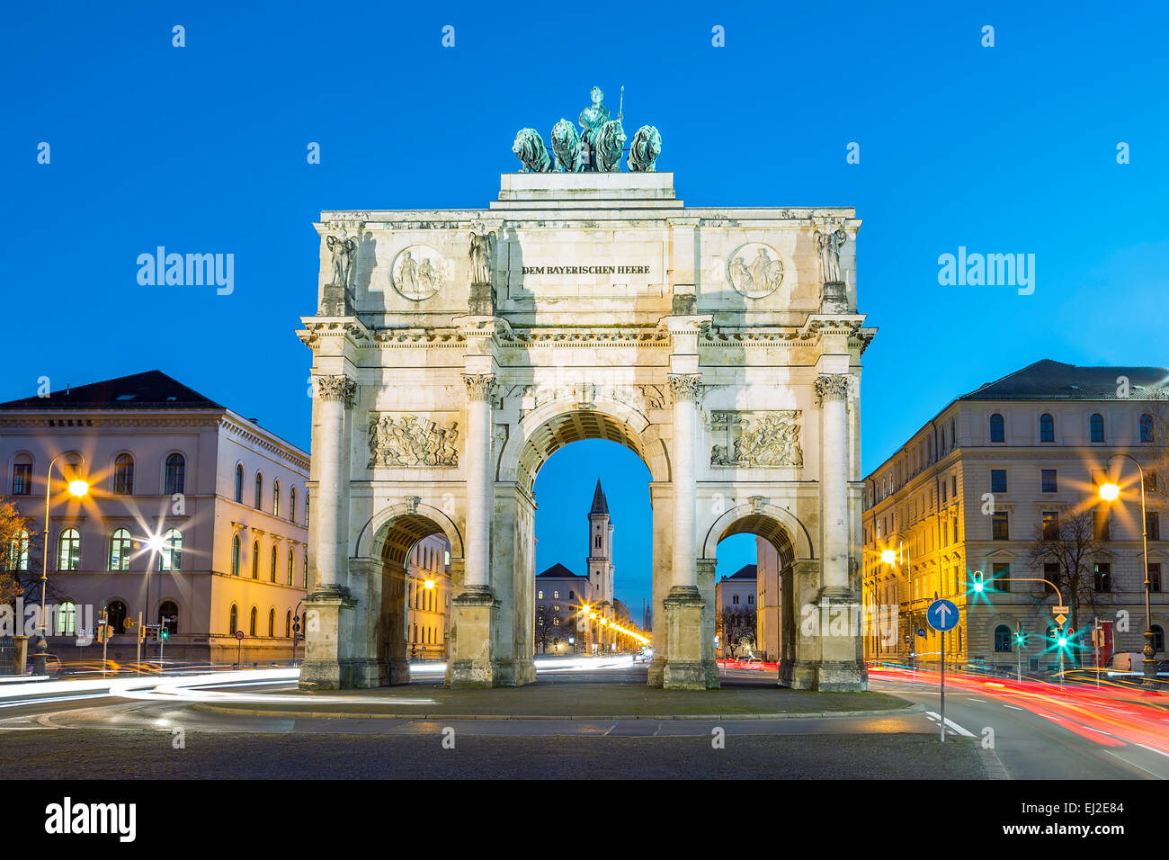 The Siegestor (english: Victory Arch) in Munich. This is a long exposure at dusk with traffic going around the arch - Stock Image