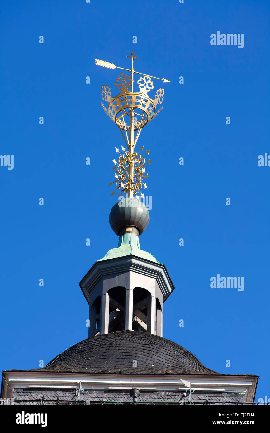 Kroenchen sculpture on the steepletop of Nikolaikirche Church, landmark of Siegen, North Rhine-Westphalia, Germany, Stock Photo